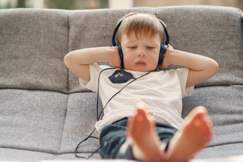 dlaczego dziecko w kółko chce słuchać tej samej piosenki?